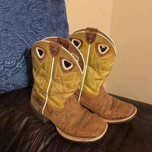 Kids Ariat Distressed Style Cowboy Boots